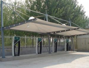 膜结构充电桩中钢件的安装