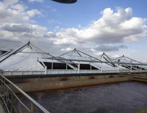索膜结构污水池加盖风振气弹效应的风洞实验研究